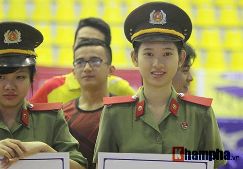 """""""Mr Bean bóng bàn"""" khiến người đẹp Việt bật cười - 12"""