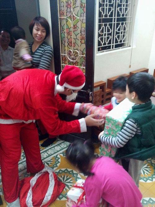 'Ông già Noel': Không được phát quà... chắc là buồn lắm! - 2