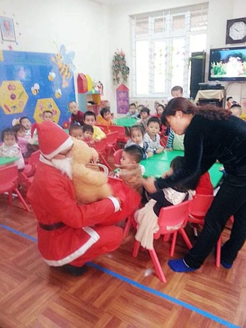 'Ông già Noel': Không được phát quà... chắc là buồn lắm! - 4