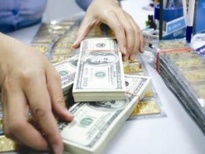Tài chính - Bất động sản - Chênh lệch giá mua-bán USD nới rộng, vàng phục hồi