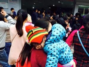 Tin tức trong ngày - Dân ngất xỉu chờ tiêm vắc xin, Bộ Y tế ra văn bản khẩn
