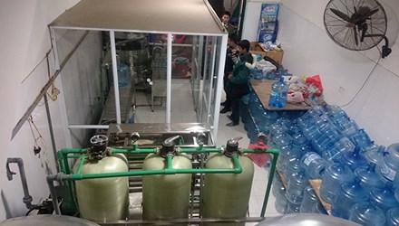 Những hình ảnh sốc về quy trình sản xuất nước Lavie giả - 1