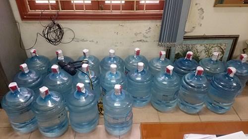 Những hình ảnh sốc về quy trình sản xuất nước Lavie giả - 10