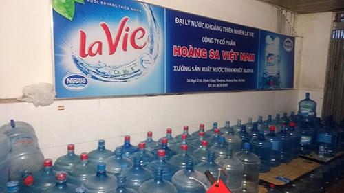Những hình ảnh sốc về quy trình sản xuất nước Lavie giả - 11