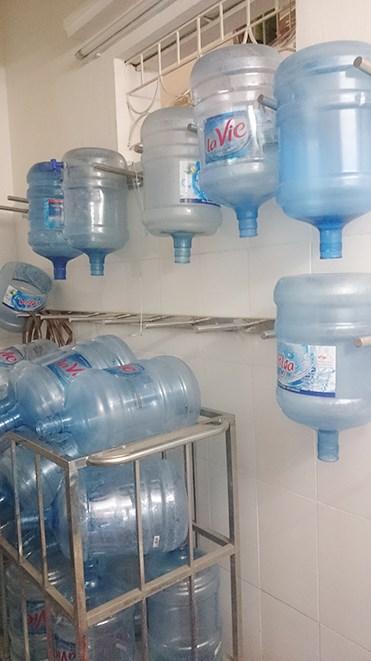 Những hình ảnh sốc về quy trình sản xuất nước Lavie giả - 5
