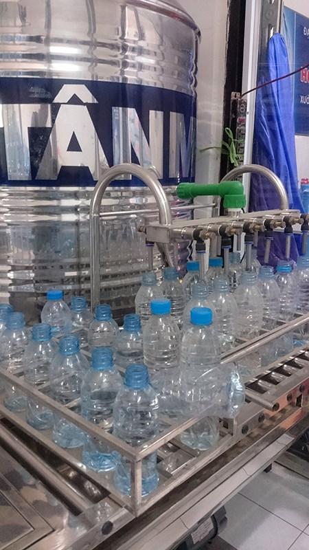 Những hình ảnh sốc về quy trình sản xuất nước Lavie giả - 9