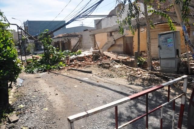 Sập tường, mảng bê-tông hàng tấn đè chết nam thanh niên - 1