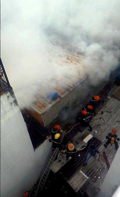 TP.HCM: Cháy lớn, thiêu rụi cơ sở cơ khí cùng một cửa hàng - 3