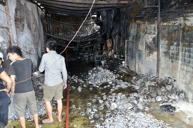 TP.HCM: Cháy lớn, thiêu rụi cơ sở cơ khí cùng một cửa hàng - 5