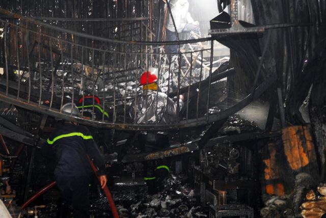 TP.HCM: Cháy lớn, thiêu rụi cơ sở cơ khí cùng một cửa hàng - 6