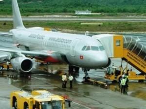 """Tin tức trong ngày - """"Tắc"""" sân bay, máy bay về TPHCM bay vòng 30 phút trên trời"""