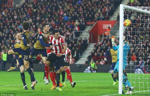 Tiêu điểm V18 NHA: MU & Arsenal hóa ông già Noel - 2