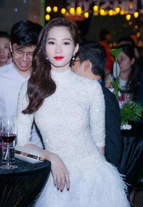 Angela Phương Trinh vừa dễ thương vừa sexy đến nao lòng - 9