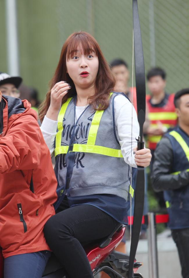 Ngắm nữ sinh Hà thành 'cưỡi' mô tô bắn cung - 11
