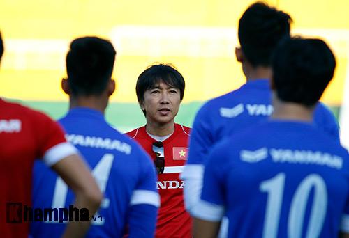"""U23 VN: Băng rôn """"mời ông về"""" & sự tự tin của Miura - 1"""