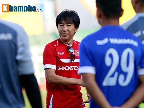 """U23 VN: Băng rôn """"mời ông về"""" & sự tự tin của Miura - 4"""