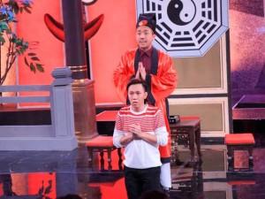 Phim - Clip Trấn Thành khoe tài đọc kinh bằng... tiếng Thái