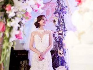Diễm Trang đẹp lộng lẫy trong tiệc cưới sang trọng