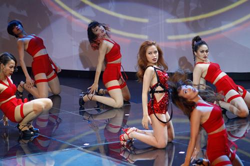 Lộ diện giải Vàng Siêu mẫu Việt Nam 2015 - 12