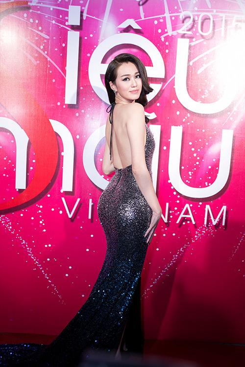 Minh Tú, Khánh My gợi cảm hút mắt trên thảm đỏ - 2