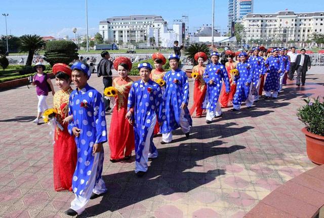 Xúc động đám cưới những công nhân nghèo ở Đà Nẵng - 3