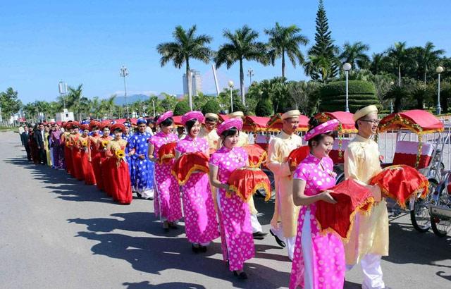 Xúc động đám cưới những công nhân nghèo ở Đà Nẵng - 8