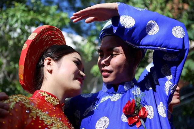 Xúc động đám cưới những công nhân nghèo ở Đà Nẵng - 9