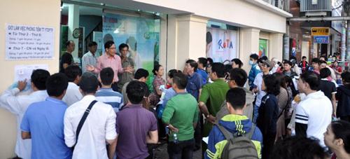 Ảnh: Ngủ vỉa hè chờ tiêm vắc xin cho con ở Sài Gòn - 13