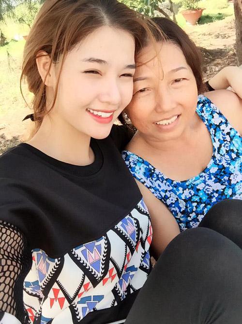 Facebook sao 28/12: Hà Hồ hẹn hò với bạn trai đại gia - 3
