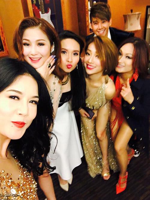 Facebook sao 28/12: Hà Hồ hẹn hò với bạn trai đại gia - 8