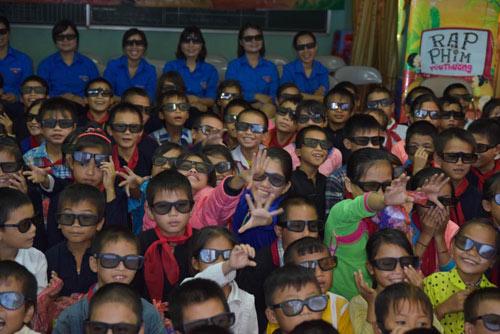Nụ cười hồn nhiên của trẻ thơ tại rạp chiếu phim đặc biệt - 7