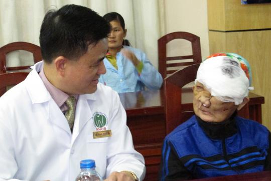 Cắt khối u khổng lồ trên mặt người phụ nữ sau 27 năm - 2