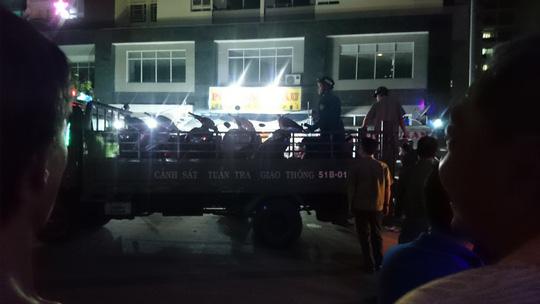 Hàng chục người nước ngoài hỗn chiến ở quán ăn - 6