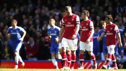 Kỳ lạ Arsenal: Vô đối 12 tháng, trắng tay cả mùa giải - 2
