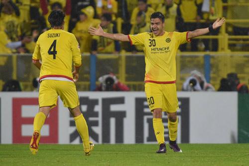 Hy hữu: Cristiano lập hat-trick bằng đá phạt hàng rào - 1