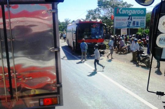 Tai nạn kinh hoàng, 2 người chết, tài xế bỏ trốn - 1