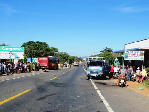 Tai nạn kinh hoàng, 2 người chết, tài xế bỏ trốn - 2