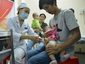 Tin tức trong ngày - TP.HCM: Đăng ký tiêm vắc-xin mất 9.000 đồng tiền cước