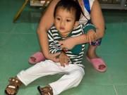 Tin tức trong ngày - Bé trai hai tuổi bị bỏ rơi trước cổng chùa