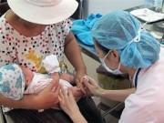 Tin tức trong ngày - Tiêm vắc-xin Quinvaxem tại 12.000 điểm trên toàn quốc