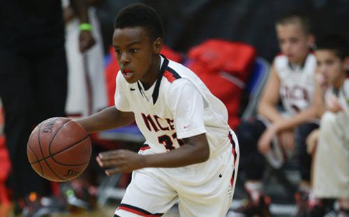 Tròn mắt nhìn con trai LeBron James chơi bóng rổ - 1