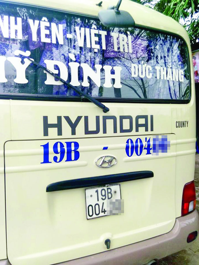 Dùng kim tiêm trấn tiền trên xe khách Mỹ Đình - Việt Trì - 1