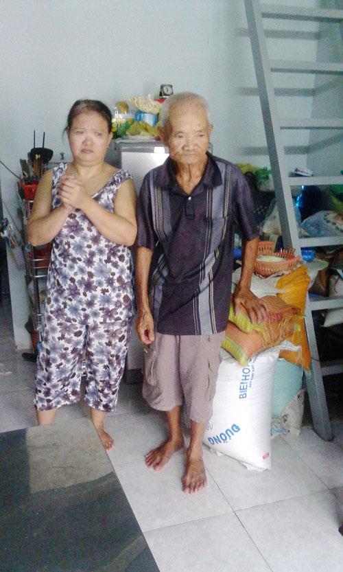 Nước mắt người cha 30 năm đi bộ bán bánh nuôi con bệnh tật - 2