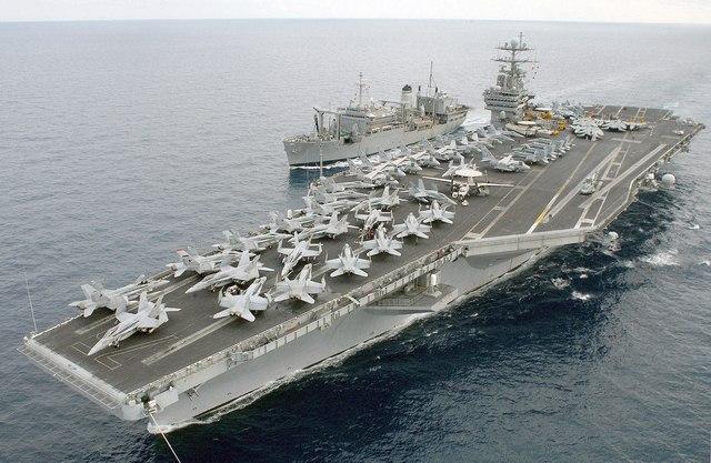 Tàu sân bay Mỹ suýt trúng tên lửa Iran - 1