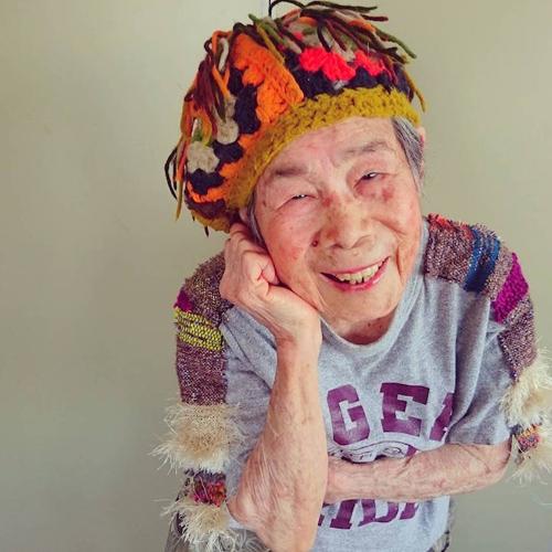 Gu mặc lòe loẹt, bắt mắt của cụ bà 93 tuổi - 11