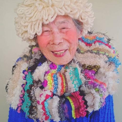 Gu mặc lòe loẹt, bắt mắt của cụ bà 93 tuổi - 9