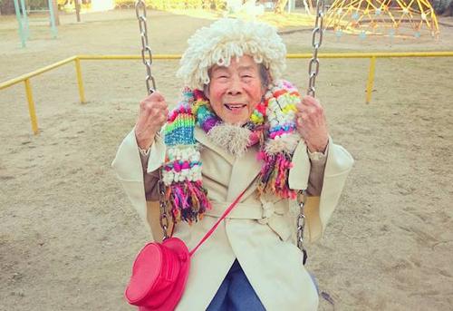 Gu mặc lòe loẹt, bắt mắt của cụ bà 93 tuổi - 3