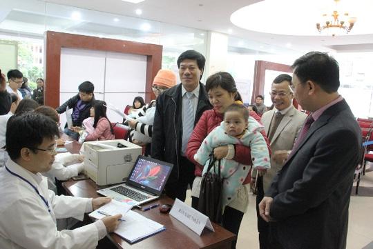 Hà Nội: Hàng trăm trẻ nhỏ tiêm vắc-xin trong giá rét - 5