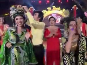 Đời sống Showbiz - Hoài Linh tái hiện màn trao nhầm vương miện Hoa hậu