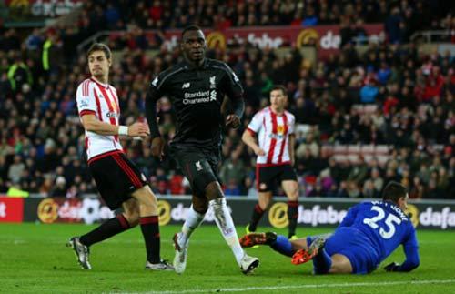 Sunderland - Liverpool: Phả hơi vào lưng MU - 1